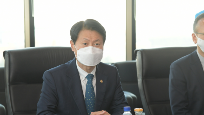 김강립 식약처장, 코로나19 치료제 개발 현장 방문